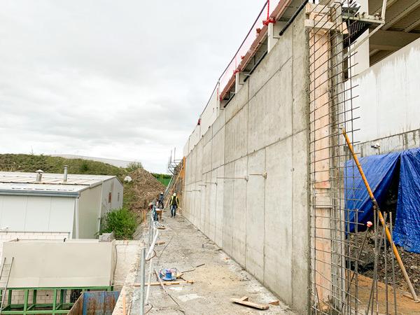 Muro de contención en Júndiz